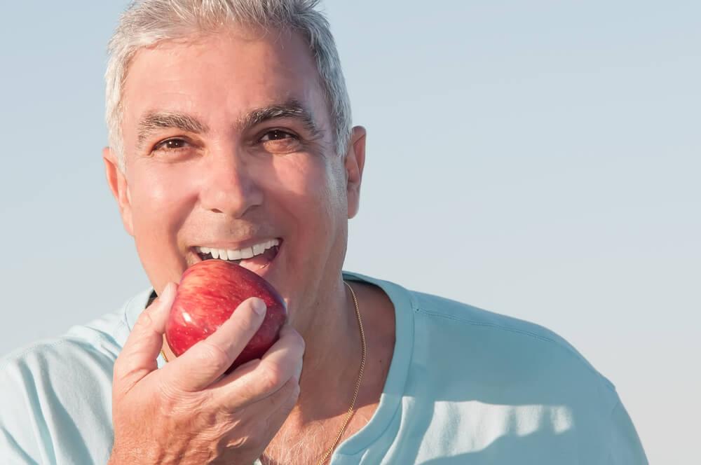 manger avec une prothèse dentaire